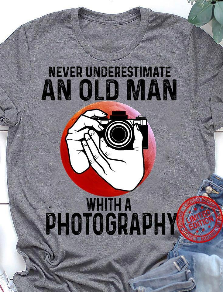 Never Underestimate An Old Man Whith A Photography Shirt