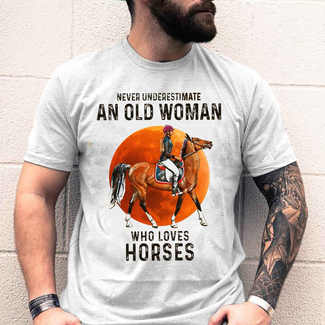 Never Underestimate An Old Woman Who Loves Horses Shirt unisex